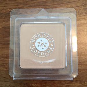 Pressed Mineral Powder Foundation for olive skin